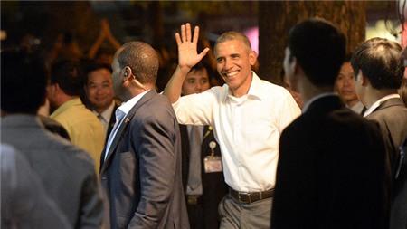 Tổng thống Obama giao lưu với người dân tại quán bún chả