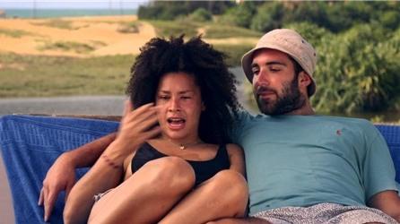 Hãng bao cao su Durex gây sốt với quảng cáo kỳ nghỉ không điện thoại