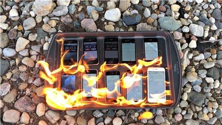 Đốt tất cả các đời iPhone để thử độ chịu lửa!