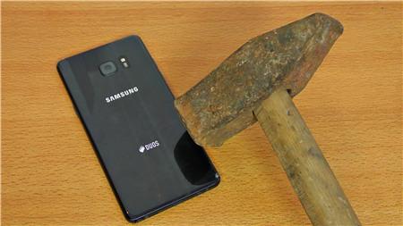 Samsung Galaxy Note 7 đối đầu dao, búa và cái kết không thể tin nổi