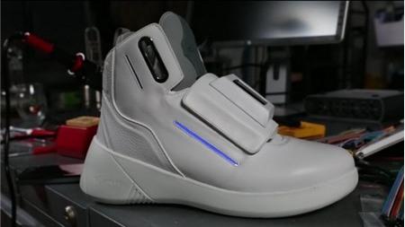 Chiếc giày đặc biệt tích hợp màn hình TV