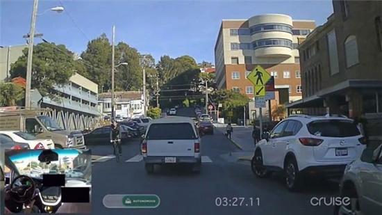 Chiếc Chevrolet Bolt tự lái trên đường phố San Francisco một cách thuần thục