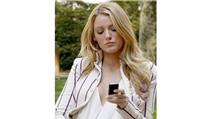 """""""Cô nàng tiệc tùng"""" Serena van der Woodsen đăm chiêu cùng smartphone"""