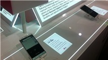 LG G2: Phiên bản ở Hàn Quốc có pin tháo rời, khe microSD