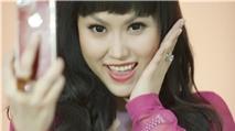 Siêu mẫu Phi Thanh Vân mê iPhone đắm đuối