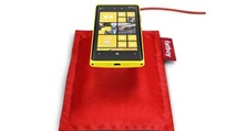 Nokia Wireless Charging Pillow by Fatboy (DT-901): Gối sạc không dây cho điện thoại