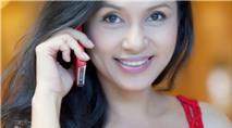 Việt Trinh mượt mà với iPhone