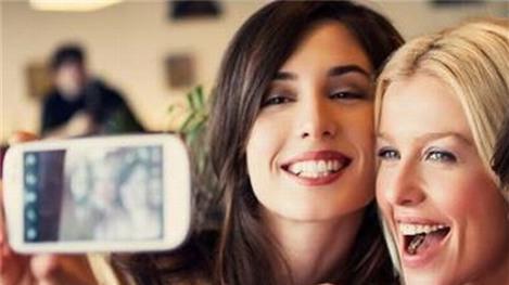 """Selfie: """"Hội chợ phù hoa"""""""
