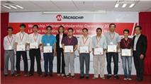 Tặng học bổng cho sinh viên xuất sắc ngành Kỹ thuật Điện tử của Việt Nam