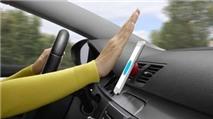 Logitech ZeroTouch giá đỡ điện thoại trên xe hơi, điều khiển bằng giọng nói, giá từ 60 USD