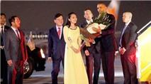 """Cô gái tặng hoa ông Obama: """"Tay tổng thống ấm lắm"""""""