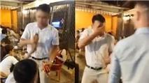 Clip: Nam thanh niên cướp mic, hất cốc bia vào người hát rong gây tranh cãi