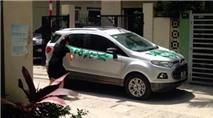 """Người phụ nữ sơn chữ """"Đỗ ngu thế"""" lên ôtô chắn cửa nhà"""