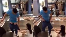 Nằng nặc đòi mua đồng hồ Gucci, cô gái tụt quần bạn trai ngay giữa cửa hàng