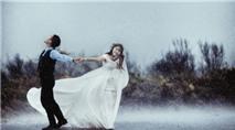 Bộ ảnh cưới giữa ngày mưa bão của cặp đôi Hà thành gây tranh cãi