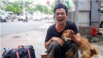 """Sau một năm gây """"bão mạng"""", cuộc sống người đánh giày câm và chú chó mù giờ ra sao?"""
