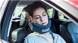 """NodPod: """"chiếc võng"""" giúp bạn thoải mái ngủ ngồi khi đi máy bay, đi xe,..."""