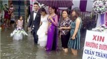 Cô dâu chú rể bì bõm lội nước tiếp khách giữa trời mưa dậy sóng mạng