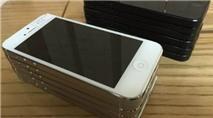 """Nhiều iPhone hàng xách tay ở Việt Nam bị biến thành """"cục gạch"""""""